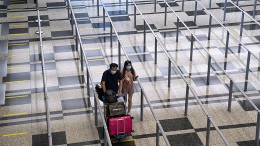 Los visitantes deberán someterse a una prueba COVID-19 al llegar al aeropuerto Changi de Singapur.