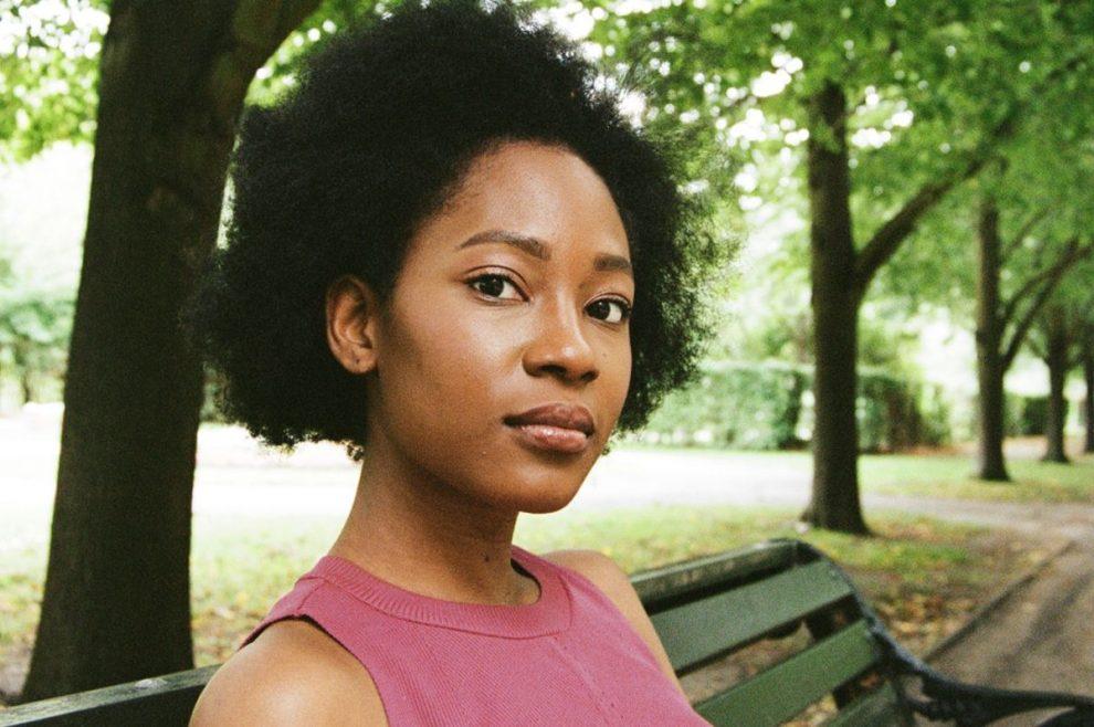 El poeta ayudando a los jóvenes negros a explorar su identidad a través del verso