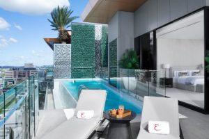 El Penthouse Emporium Hotel, Brisbane, está equipado con ascensor, Maserati y mayordomo.