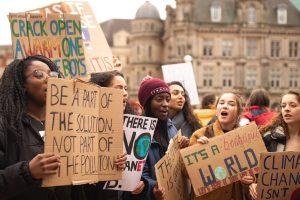 Estudiantes que redactaron su propia ley climática de emergencia