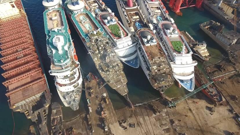Grandes barcos desguazados