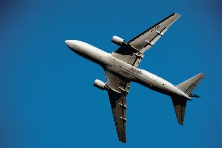 Muchas aerolíneas han reducido las horas debido a restricciones fronterizas.
