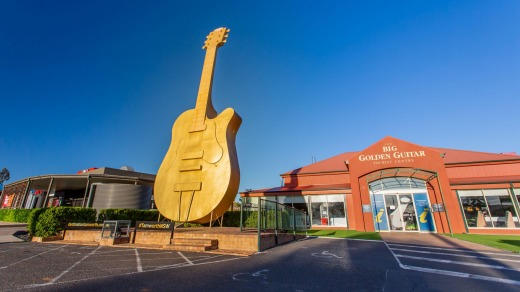 Monumento a la guitarra dorada, Tamworth, NSW.