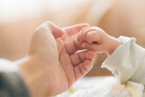 Reflejos del bebé: 5 instintos con los que nace tu bebé