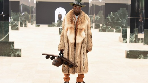 Abloh dijo que la colección se creó para cambiar los patrones tradicionales de los uniformes masculinos.