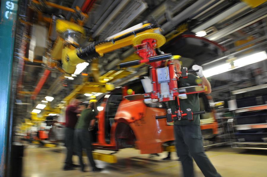 Crisis de semiconductores: JLR cierra dos fábricas, Ford amplía los cierres