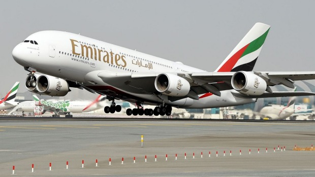 Un A380 de Emirates llevó a 400 pasajeros vacunados en un vuelo panorámico.