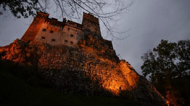El castillo de Drácula, Transilvania, Rumania ofrece vacunas COVID-19