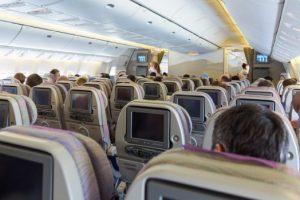 Las aerolíneas estadounidenses quieren prohibir el alcohol por el mal comportamiento de los pasajeros