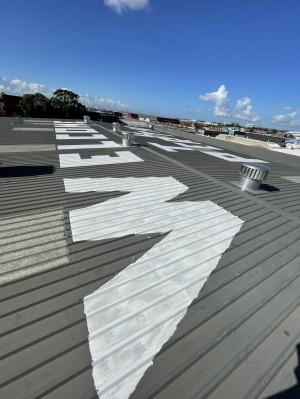 La broma del techo se hizo con pintura de calle, lo que la hacía muy visible.