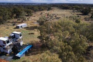 Quedarse en las estaciones del interior: las pistas de aterrizaje remotas se llenan a medida que explotan las granjas