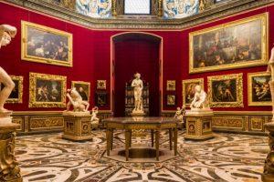 Overturismo, Italia: Galería de los Uffizi, Florencia presta obras de arte para mantener alejados a los turistas