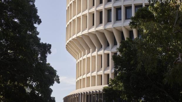 EJE Architecture, con sede en Newcastle, y Suede Interior Design de Melbourne, han sido culpados del icónico edificio brutalista ...