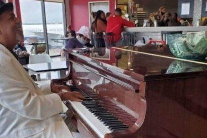 Pianista del aeropuerto de Atlanta gana $ 83,000 en propinas después de compartir video en Instagram