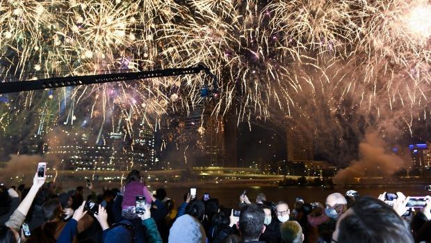 Los fuegos artificiales en Brisbane iluminan el cielo después de que la ciudad sea anunciada como sede de los Juegos Olímpicos de 2032.